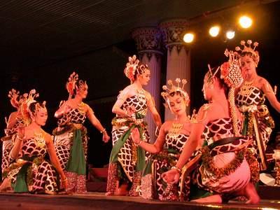 Tari Gambyong Jawa Tengah Jawa Tengah Tari-kontemporer
